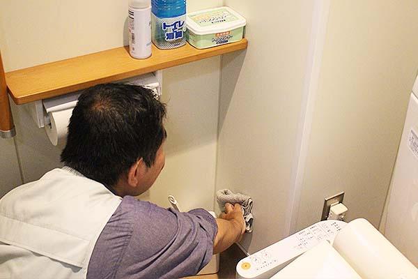 障害者就労継続支援 a型でのビル共有の掃除の様子
